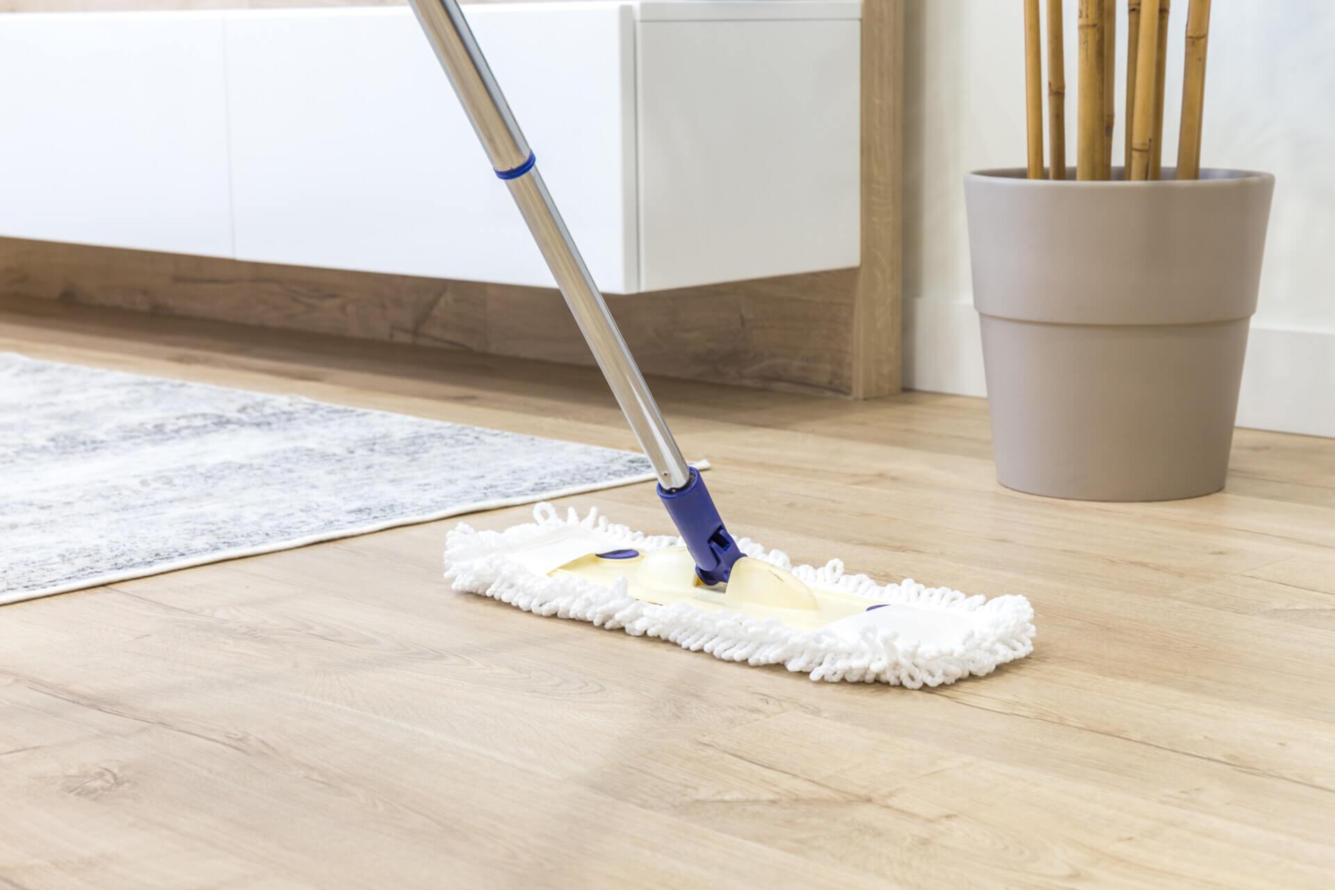 Jak dbać o podłogę drewnianą i poprawnie ją myć